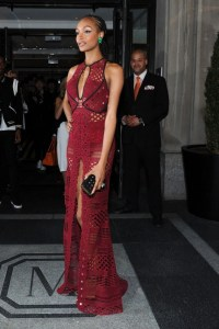 Jourdan-Dunn-Met-Gala-2015-burberry